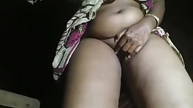 mallu aunty showing his shaved pussy