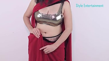 Sexy Style Girls Draping Her Saree Showimg Boobs Cleavage & Downblouse