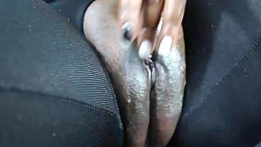Playing with my pussy on the chair till i squirt