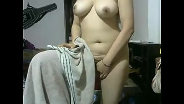 Indian Girlfriend After Shower Showing Herself Naked On Webcam Show