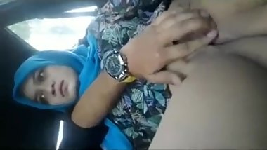 Desi Mdc college student playing with teacher Pussy in car