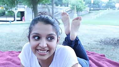 MustSeeFeet - Nia's gorgeous feet in the park
