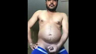 CRAZY INDIAN Prabhjot Singh Baatth JERCKING HIS DICK ON CAM
