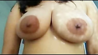 Indian Pandey aunty big boobs shaking