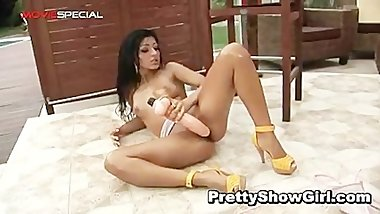 Super horny indian babe working on a big part4